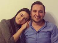 Sunucu canlı yayında muhabir sevgilisine evlilik teklif etti