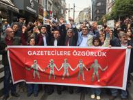 Gazeteciler tutuklu meslektaşları  için yürüdü