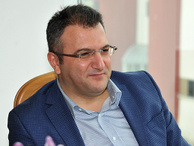 Cem Küçük'ten Murat Yetkin'e tebrik