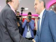 Gazeteci ile Bakan arasında tatsız diyalog