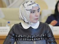 Putin'e Müslüman kadın gazeteci rakip