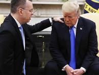 Trump, Rahip Brunson'ı Beyaz Saray'da ağırladı