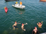 Yabancı gazeteciler Troya Yılı için boğazı yüzerek geçti