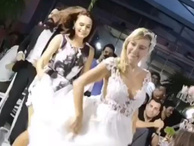 Özge Özder ve müzisyen sevgilisi Güleryüz'ün düğün dansı