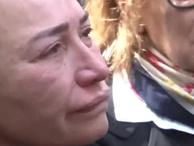 Demet Akbağ ağlaya ağlaya taziyeleri kabul etti yürek yakan görüntüsü