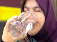 Zahide Yetiş'teki su içme hastalığına yakalanan teyze sosyal medyada gündem oldu