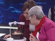 Canan Karatay'a canlı yayında sürpriz doğum günü! Özel pastada yok yok