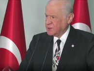 Devlet Bahçeli kravatını beğenen muhabiri fırçaladı