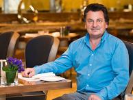 Ünlü Gastronomi uzmanı Vedat Milor'a saldırı! Denize atılacaktı