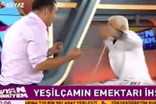Beyaz TV sunucusu canlı yayında kendini dövdürdü!