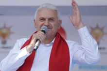 Binali Yıldırım Uykusuzlar Kulübü'nde türkü söyledi