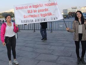 Sözcü gazetesi davası sessiz protesto ile başladı