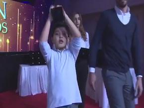 Erhan Çelik'in ödülünü oğlu aldı…