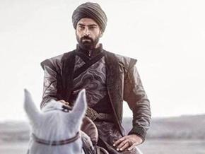 Kenan İmirzalıoğlu at binip kılıç kullanmaktan kilo verdi