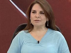Fadime Özkan CHP yandaşı gazetecilere kopya verdi