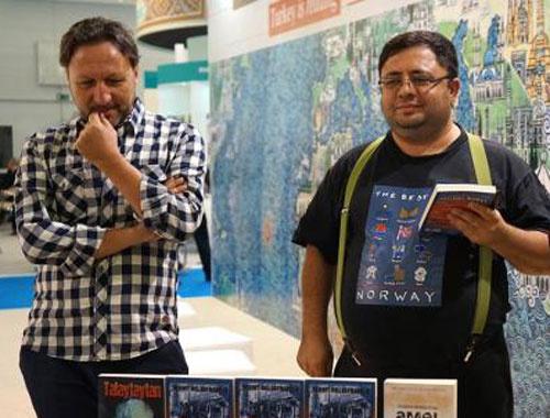 Mehmet Mollaosmanoğlu Frankfurt'ta kitabını imzaladı