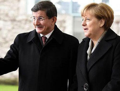 BBC belgeselinde ortaya çıktı! Merkel ile Davutoğlu habersiz...