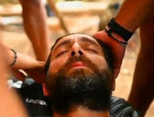 Survivor'da sahilde bulduğu yengeci yiyen yarışmacı zehirlendi!