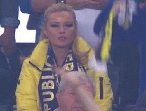 Fenerbahçe maçına giden ünlü televizyoncu Müge Anlı sosyal medyayı yıktı geçti