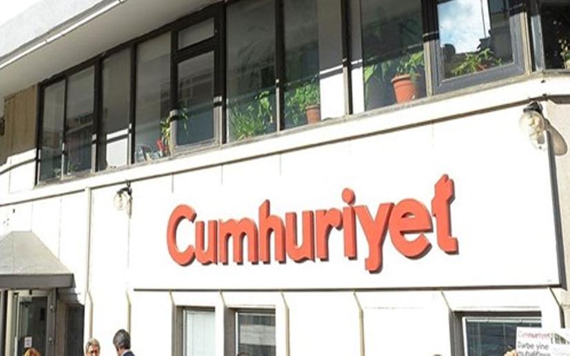 Ertuğrul Özkök, Cumhuriyet gazetesindeki edebiyat kavgasını yazdı