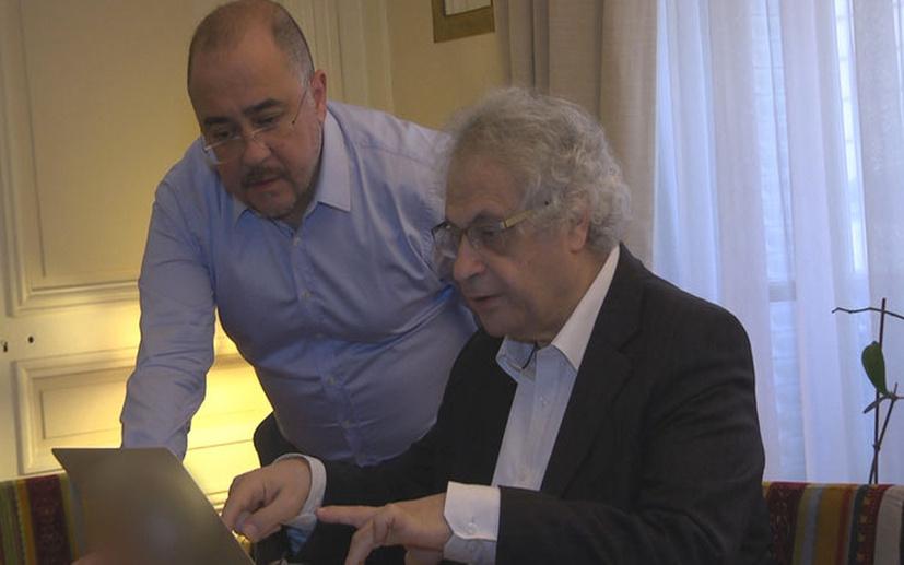 Alkışlar, dünyaca ünlü yazar Amin Maalouf ile röportaj yapan Kürşat Oğuz'a