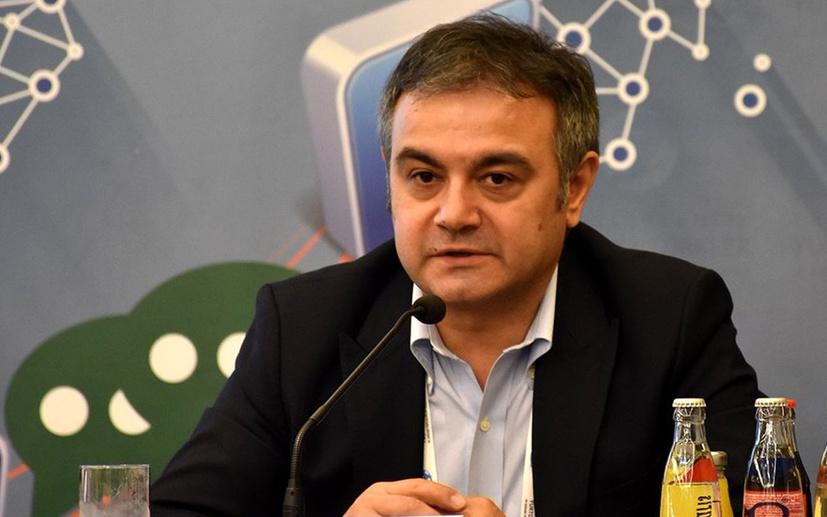 Alkışlar Mustafa Kartoğlu'na