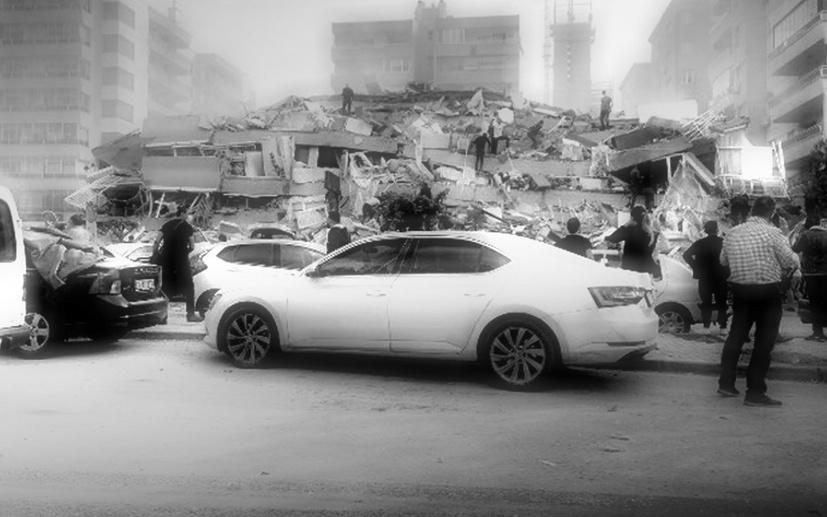Deprem sonrası gazeteciler Seferihisar'dan bildirdi: Deniz taştı, çok sayıda bina yıkıldı!