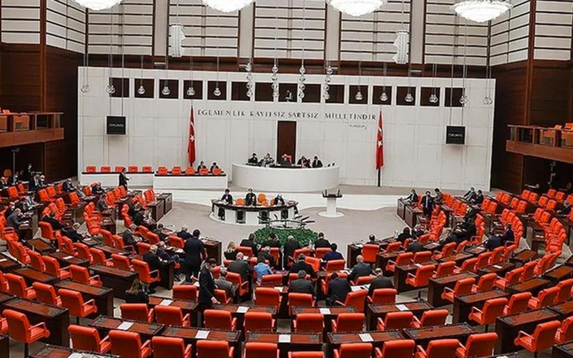 CHP'li Adıgüzel AK Parti kongresinden sonra koronavirüse yakalananların listesini paylaştı