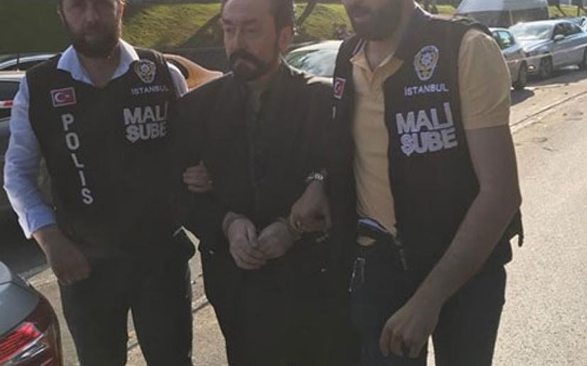 """Milliyet yazarı Instagram'dan bombaladı! """"İlahi adalet nedir bilir misin Adnan Oktar?"""""""