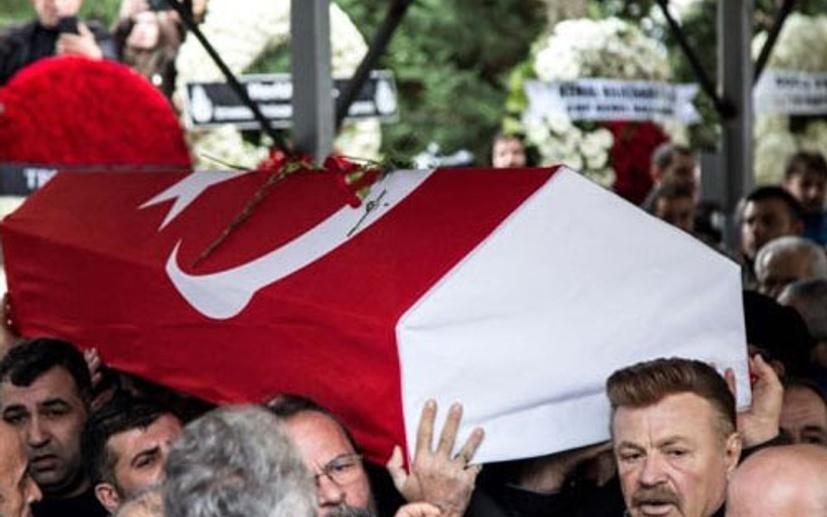 Nuri Alço'yu isyan ettiren olay! Emniyeti göreve çağırdı meğer Ayşen Gruda'nın cenazesinde...