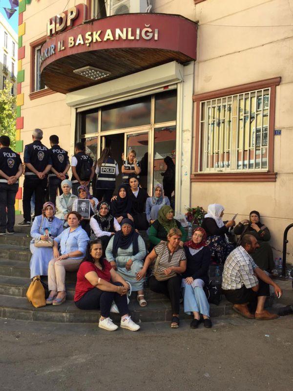 Kadın gazetecilerden Diyarbakır'daki annelere destek - Sayfa 1