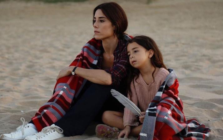 Fox TV bombayı patlatmaya hazırlanıyor! Tv8 hayalleri suya düşen Cansu Dere'ye teklif - Sayfa 1